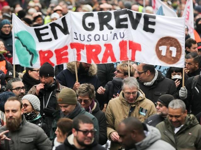 Sur la réforme des retraites, Emmanuel Macron doit accepter un compromis offensif