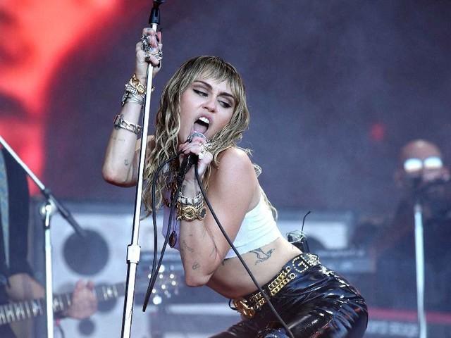Miley Cyrus : obligée de la boucler jusqu'à la fin de l'année !