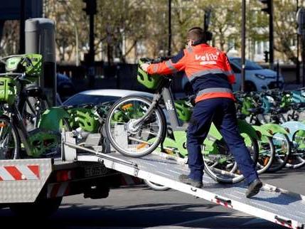 Transports: Paris cherche à faire oublier les déboires de Vélib' et Autolib'