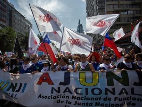 Au Chili, la mobilisation reste forte et pèse sur l'économie