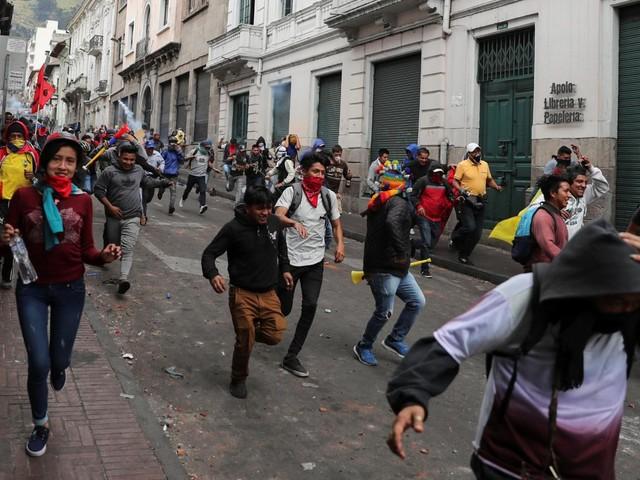 Equateur : des milliers de personnes manifestent à Quito contre la hausse du prix de l'essence
