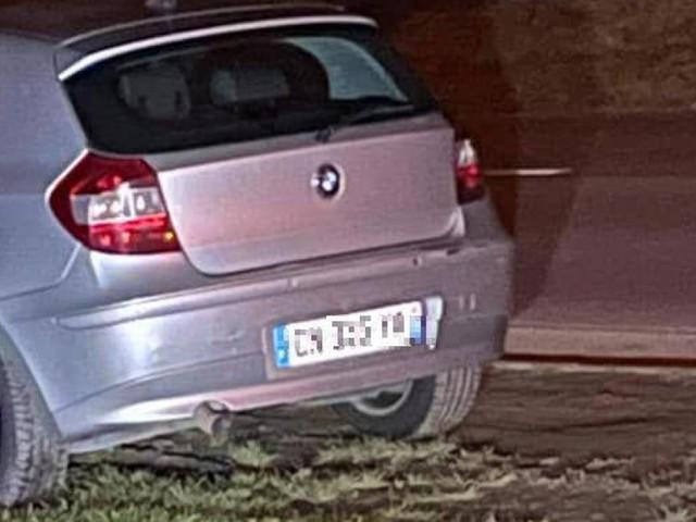 Un véhicule recherché par la police victime d'une sortie de route à Leignon, les occupants sont en fuite et recherchés