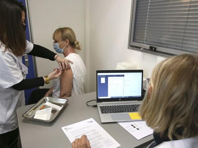 Covid-19: La vaccination ouverte à tous les adultes le 15 juin, annonce Macron