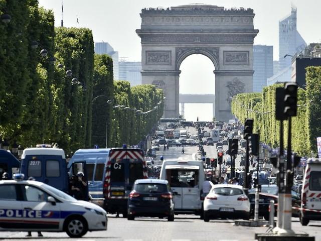 Des armes et des munitions retrouvées au domicile de l'assaillant des Champs-Élysées