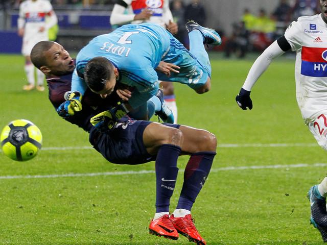 Lyon-PSG: le choc impressionnant de Kylian Mbappé avec Anthony Lopes
