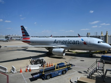 American Airlines remplit ses avions à plein et suscite les critiques