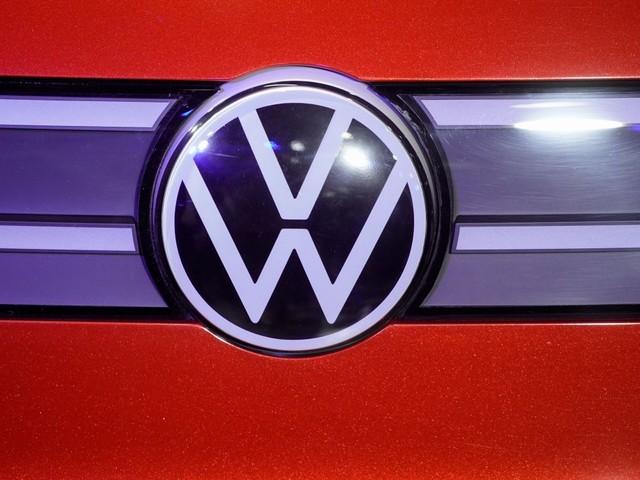 Volkswagen réduit ses prévisions à moyen terme, le titre baisse