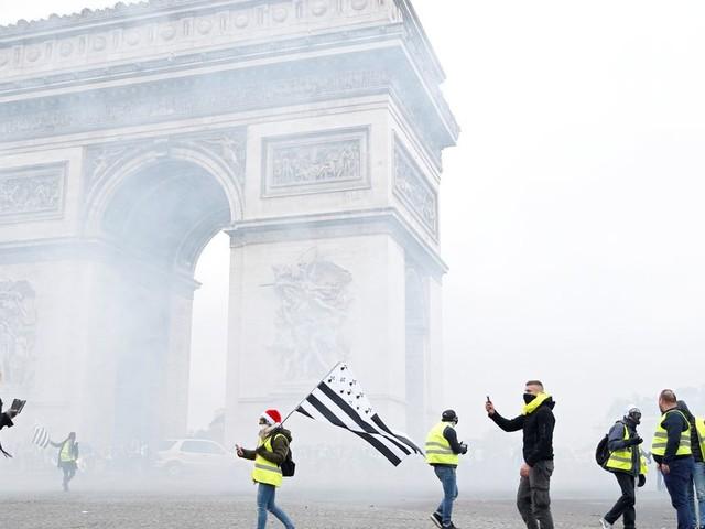 Les gilets jaunes jugés pour le saccage de l'Arc de Triomphe écopent de peines symboliques