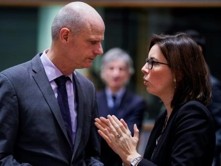 Brexit: l'UE et Londres se défient avant d'âpres négociations