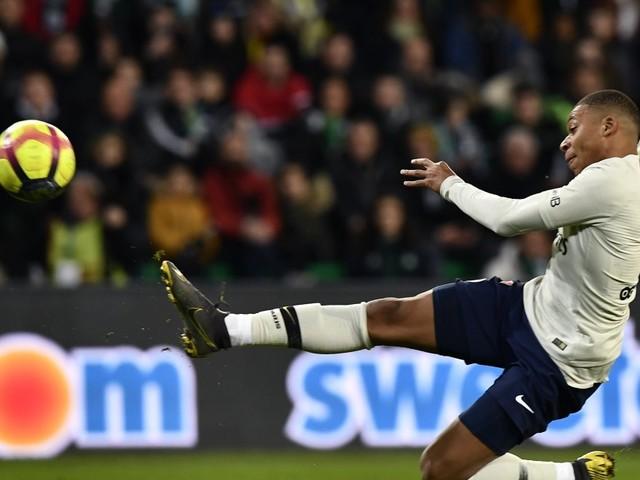 PSG-Saint-Étienne: Kylian Mbappé et sa splendide volée offrent la victoire aux Parisiens