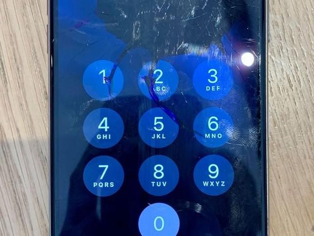 Insolite : cet iPhone 11 Pro continue de fonctionner après avoir pris une balle !