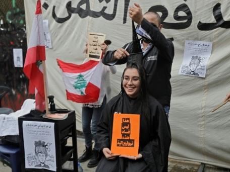 """Liban: """"haircut"""", réclament des manifestants qui veulent ponctionner les riches"""