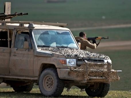 """Syrie: poursuite de """"violents combats"""" dans l'ultime réduit de l'EI"""