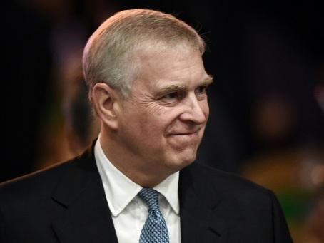 """Affaire Epstein: le prince Andrew dit n'avoir """"aucun souvenir"""" de son accusatrice"""