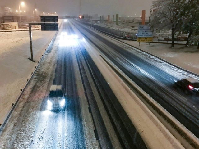 Neige: un mort et 140.000 foyers privés d'électricité dans trois départements