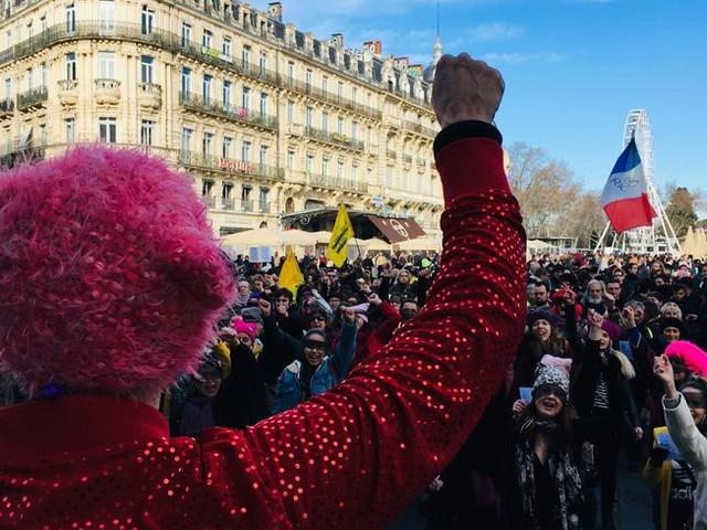 """""""Le violeur c'est toi"""", 200 femmes rassemblées pour un flashmob féministe à Montpellier"""