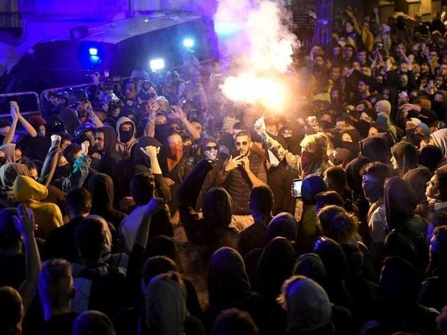 Barcelone : guérilla urbaine après la condamnation des dirigeants indépendantistes