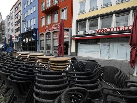 Allemagne: vers des restrictions anti-Covid prolongées, la stratégie vaccinale critiquée
