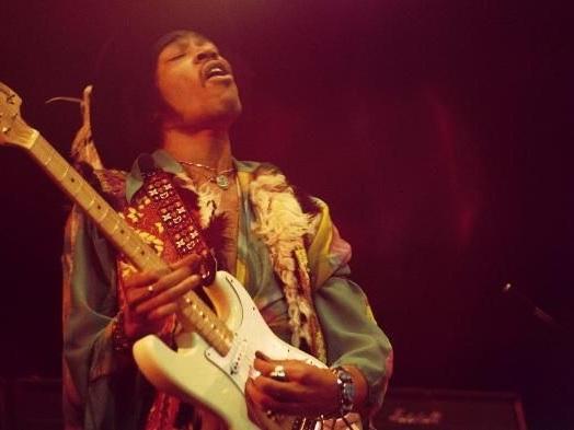 """""""Jimi Hendrix La Totale, les 119 chansons expliquées"""" fait le tour de l'oeuvre incandescente du guitar héros"""