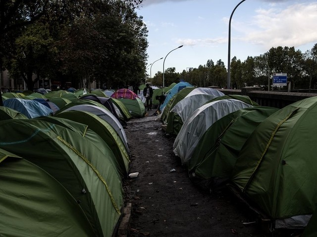 Le camp de migrants de la Porte d'Aubervilliers évacué