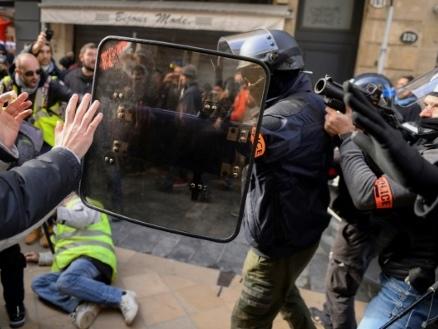 """Violences dans les manifestations: défiler comme on va """"au front"""""""