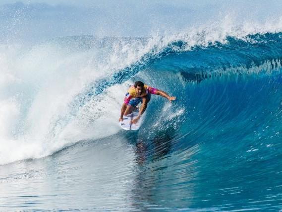 Le surf à Tahiti aux JO de Paris 2024: les réactions de Jérémy Florès, Michel Bourez et Vahine Fierro