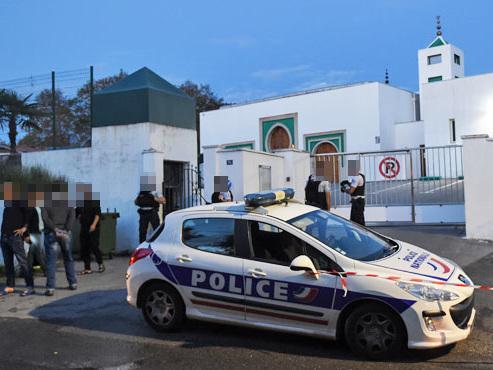 Attaque à la mosquée de Bayonne: deux blessés graves, un homme arrêté