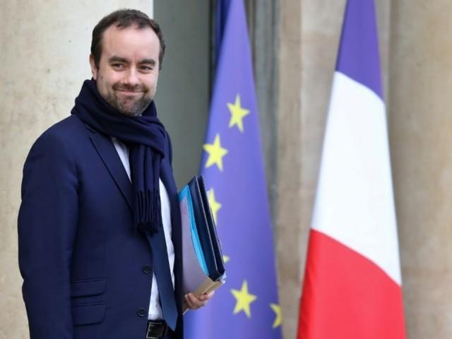 """""""Gilets jaunes"""": """"le débat, oui, le n'importe quoi, non"""", dit Lecornu"""