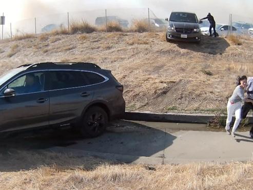 Scène de CHAOS en Californie: il filme la fuite d'habitants paniqués par les flammes (vidéo)