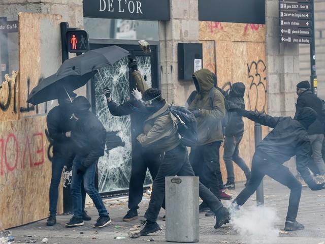 Les infos de 18h - Réforme des retraites : manifestation sous haute tension à Nantes