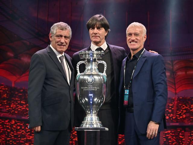 """Euro-2020: objectif """"dernier carré"""" pour Deschamps, """"fier"""" de prolonger"""