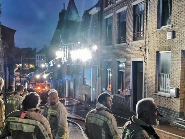 Drame cette nuit à Gosselies: une personne perd la vie dans un incendie (photos)