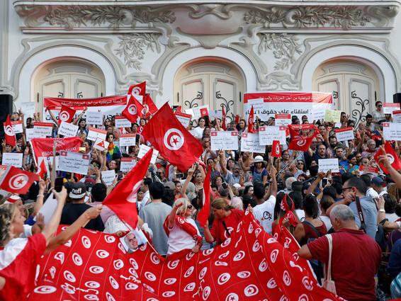 Tunisie: la question de l'égalité hommes-femmes crispe la société