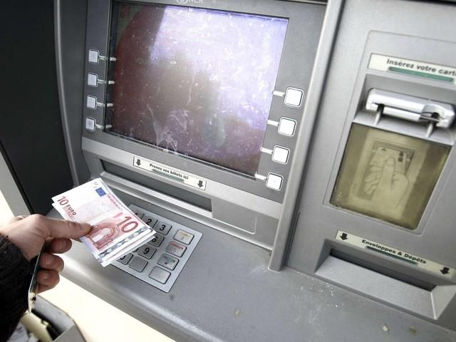 Pau : il arrache les billets qu'elle venait de retirer au distributeur