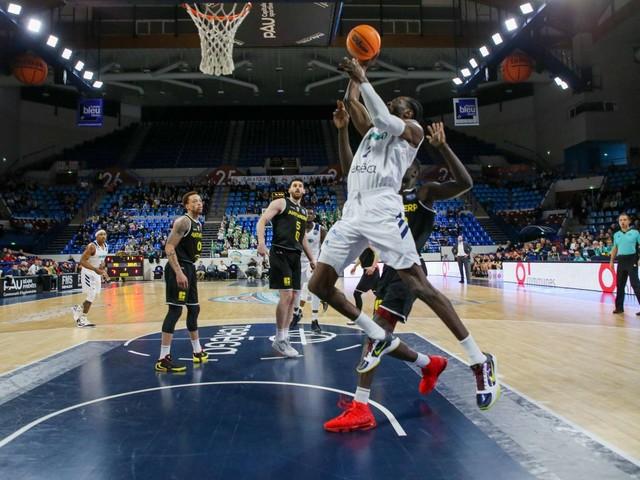 Basket : un petit sourire pour l'Elan Béarnais