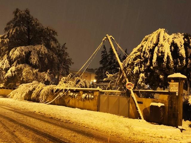 Neige : des écoles fermées à Romans-sur-Isère et dans plusieurs communes de la Drôme et de l'Ardèche