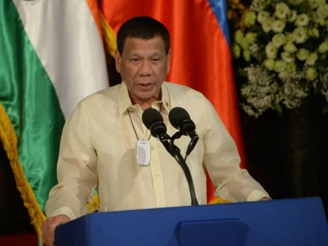 Philippines: Duterte reconnaît que les années pèsent sur sa santé