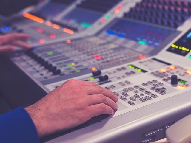 Les radios locales ont besoin de décisions politiques fortes et rapides