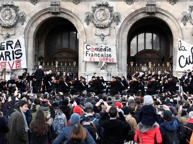 EN DIRECT - L'orchestre de l'Opéra de Paris donne de la voix contre la réforme des retraites