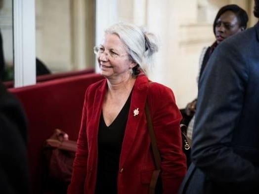 """""""C'est elle ou nous"""" : deux députés menacent de quitter LREM si le parti n'exclut pas Agnès Thill après ses propos sur la PMA"""
