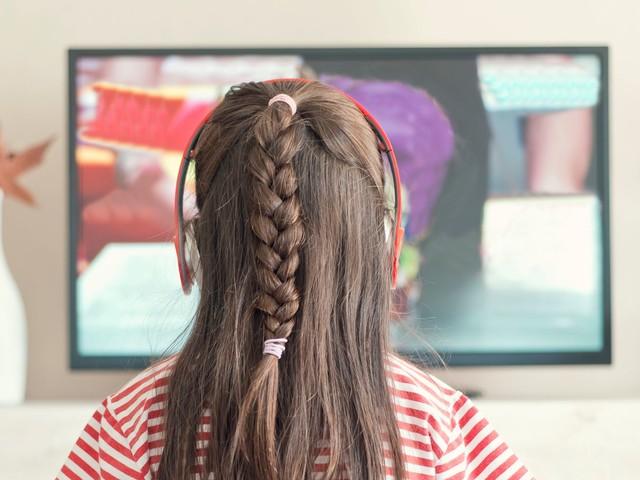 Installer les enfants devant la télé tôt le matin favoriserait les troubles du langage