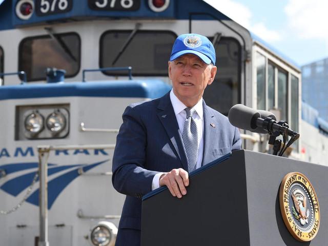 """A Philadelphie, """"Amtrak Joe"""" fait l'éloge du train"""