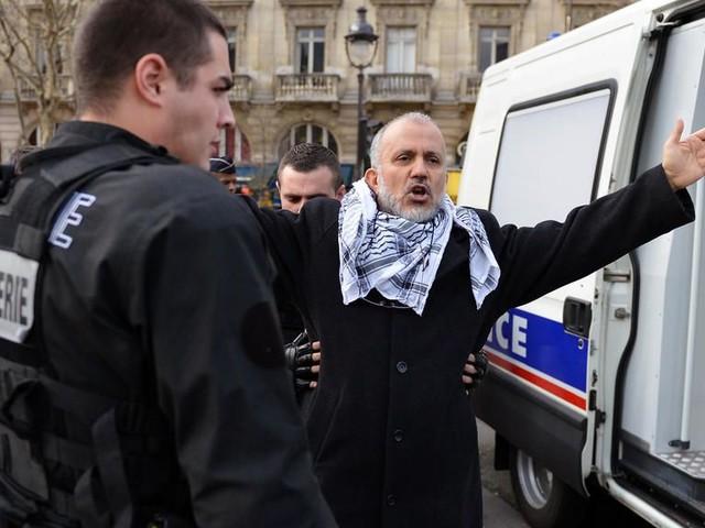 """Enseignant assassiné : l'islamiste Abdelhakim Sefrioui, un """"danger pour la République"""""""