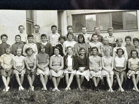 Un premier amour, les copains… Quels souvenirs vous évoquent vos photos de classe?