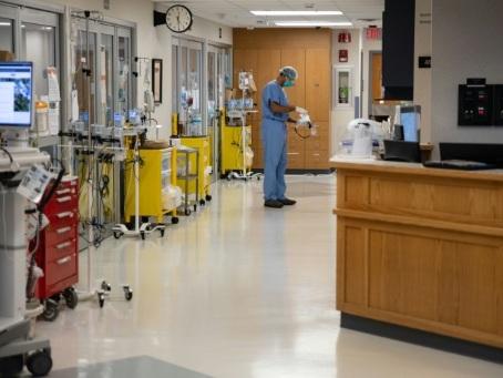Covid-19: le traitement de Regeneron approuvé, 12 millions de cas aux Etats-Unis