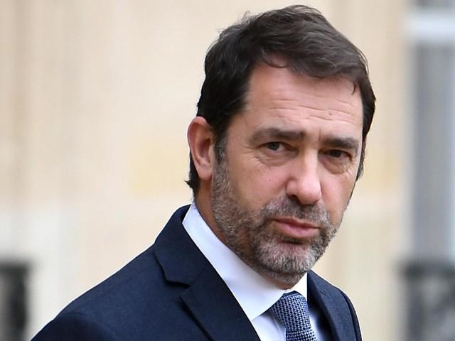 """""""Dimanche en politique"""" : face au coronavirus, Christophe Castaner annonce des contrôles renforcés aux aéroports"""