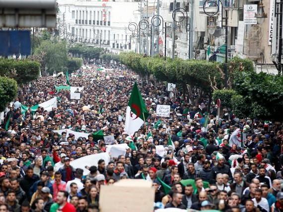 Brève - Algérie : mort d'un pilier du « système »