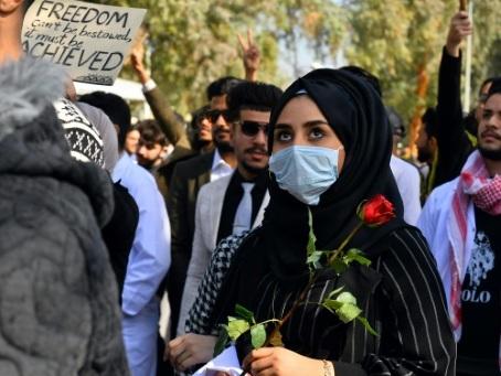 Irak: deux manifestants tués, une chaîne interdite de diffusion