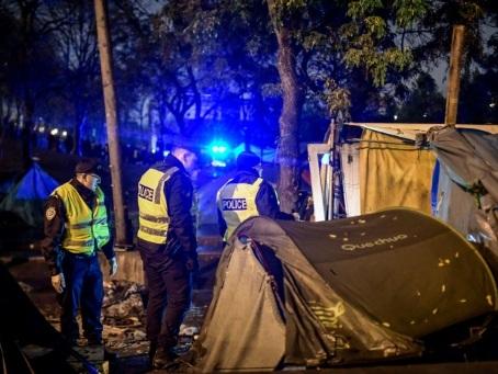 Importante opération d'évacuation de campements de migrants dans le nord-est de Paris