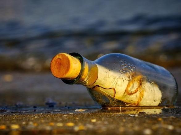 Une bouteille à la mer retrouvée dans les Landes après 9 ans engendre une histoire touchante